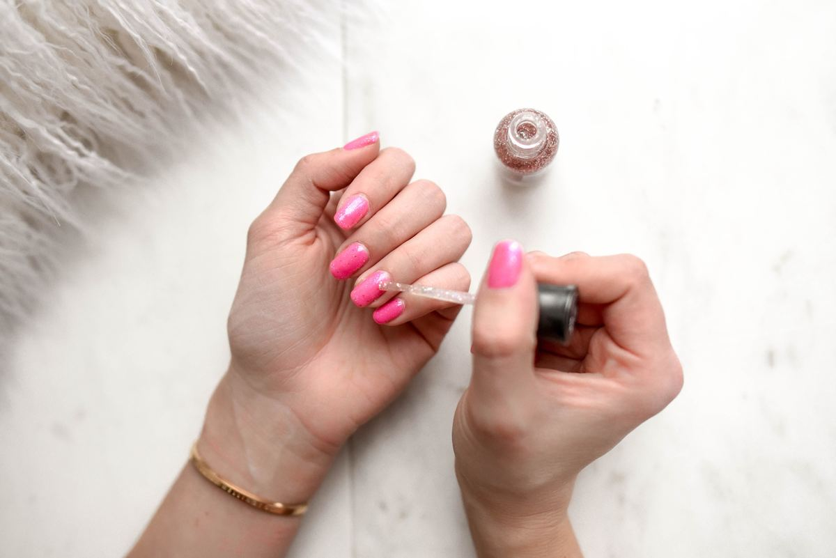 How To Grow Long Nails - 21 Proven Home Remedies   Fabbon