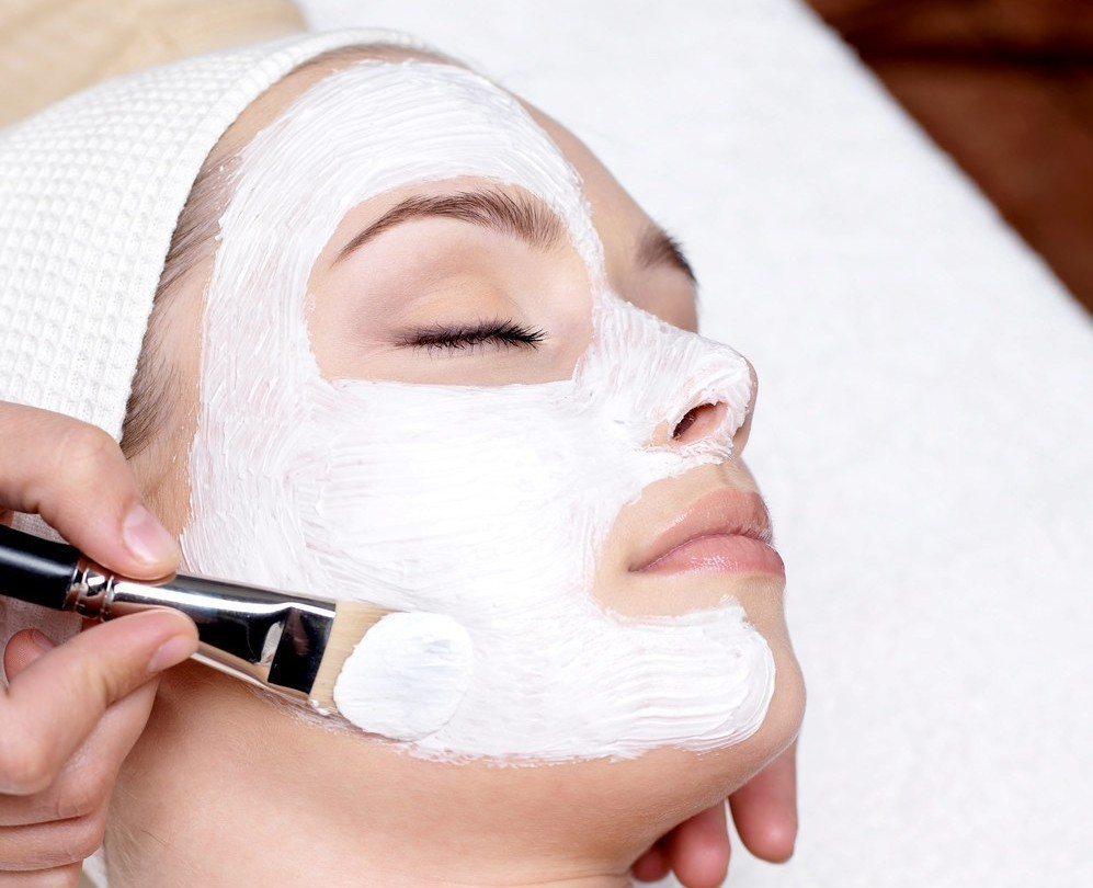 How To Choose Facial For Your Skin From 11 Facial Types