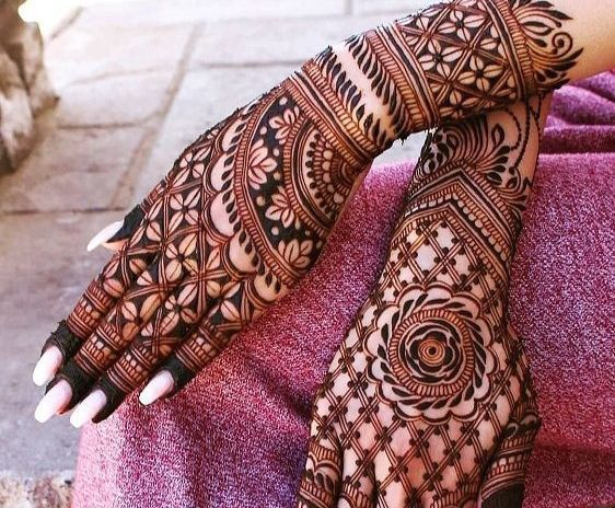 25 Best Floral Mehndi Designs For Hands And Feet