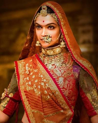 How To Get Deepika Padukone's 'Ghoomar' Beauty Look From Padmavati