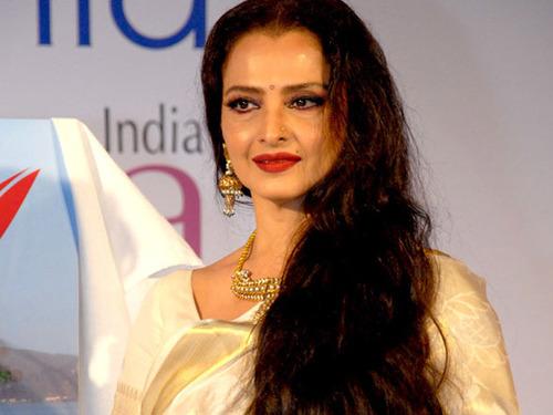 Amazing Beauty and Fitness Secrets Of Bollywood Diva Rekha