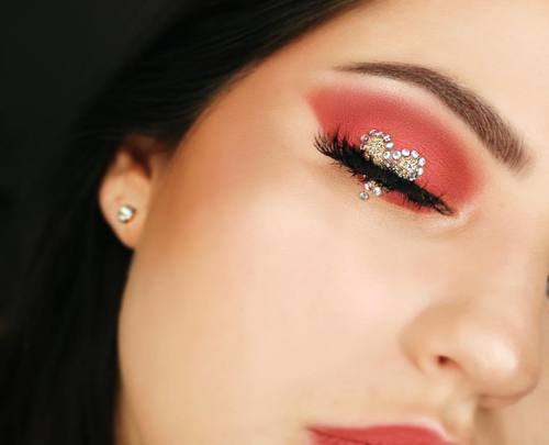 Top 11 Makeup Inspirations For This Valentine's Day!