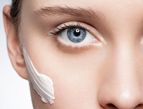 10 Mistakes You Are Making While Moisturizing Your Face