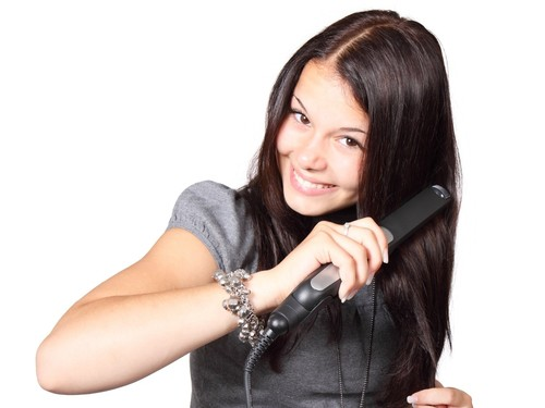Hair Smoothening Vs Hair Straightening: Which One To Go For?