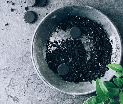 Your Guide To Activated Charcoal Products: Pros, Cons and Side Effects