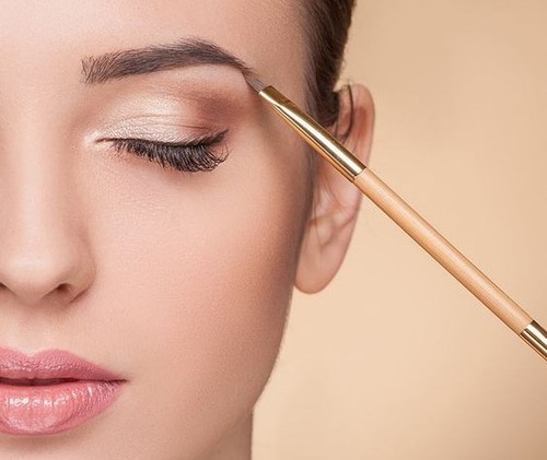 Top 15 Home Remedies To Get Thick Eyebrows Naturally