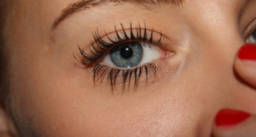 Eyelash Extensions: What Are The Pros, Cons And Side Effects?