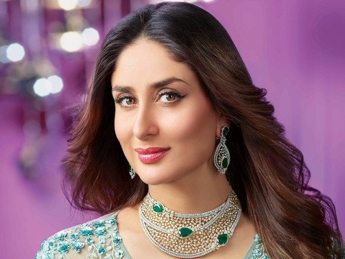 Kareena Kapoor Makeup Secrets And Beauty Tips For Glowing Skin