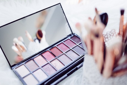 Your Ultimate Eye Makeup Guide To Choose The Best Eyeshadow Palette