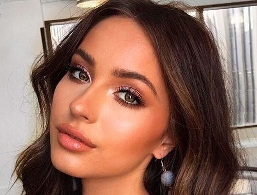 What Is Bronzer – How To Pick And Use It