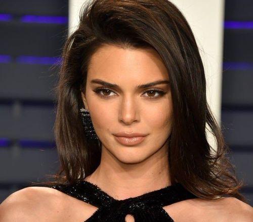 1_Kendall_Jenner_Plastic_Surgery