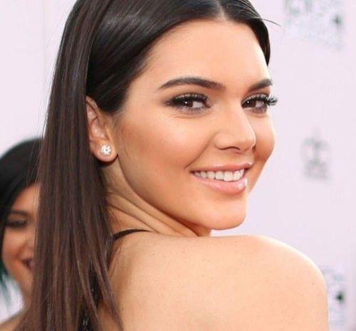 8_Kendall_Jenner_Plastic_Surgery