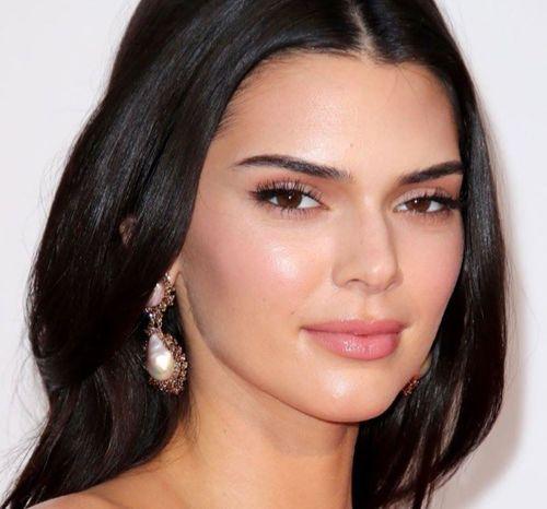 11_Kendall_Jenner_Plastic_Surgery