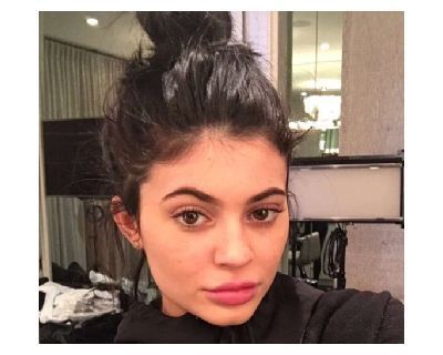 Kylie Jenner No Makeup Look - 9