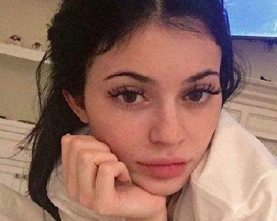 Kylie Jenner No Makeup Look - 13