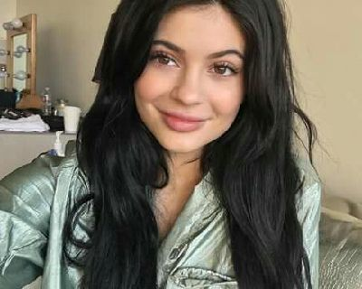 Kylie Jenner No Makeup Look - 15