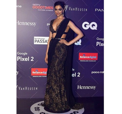 2_Deepika_Padukone_In_Saree