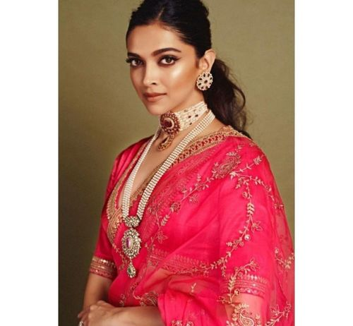3_Deepika_Padukone_In_Saree