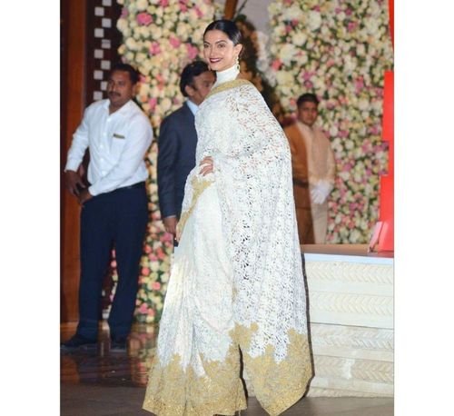4_Deepika_Padukone_In_Saree