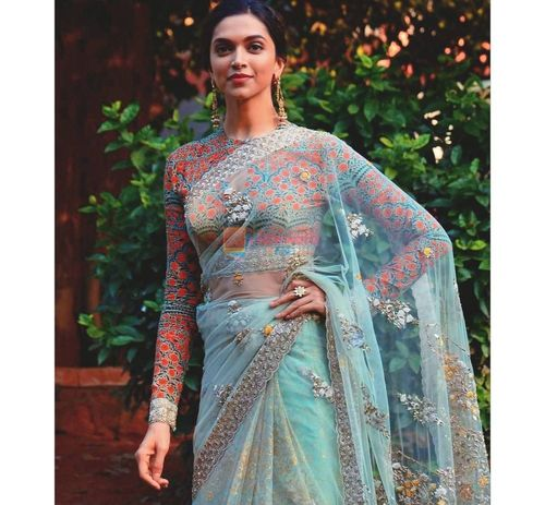 6_Deepika_Padukone_In_Saree