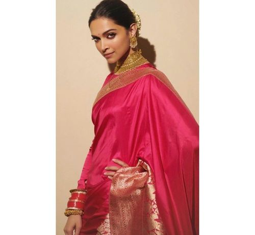 18_Deepika_Padukone_In_Saree