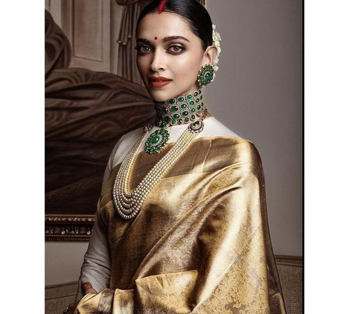 14_Deepika_Padukone_In_Saree
