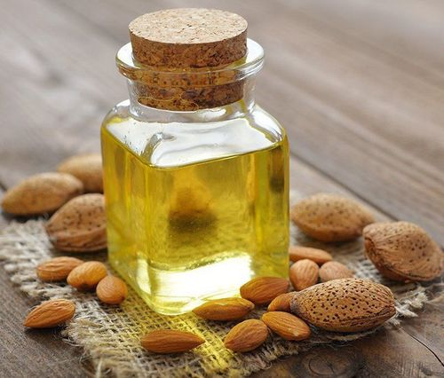 1_Almond_Oil_For_Hair_And_Skin