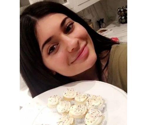 16_Kylie_Jenner_No_Makeup