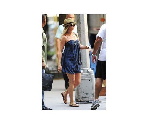21_Jennifer_Aniston_Outfits
