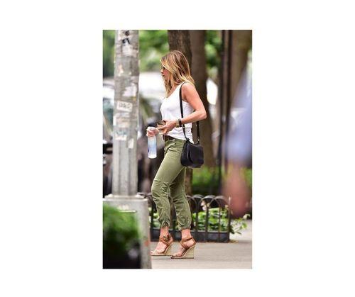 12_Jennifer_Aniston_Outfits