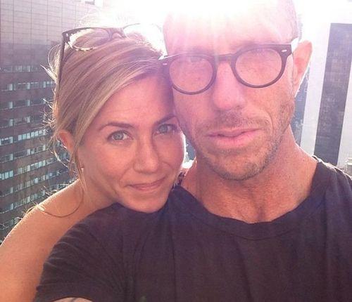 1_Jennifer_Aniston_No_Makeup