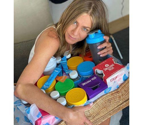 3_Jennifer_Aniston_No_Makeup