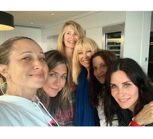 16_Jennifer_Aniston_No_Makeup