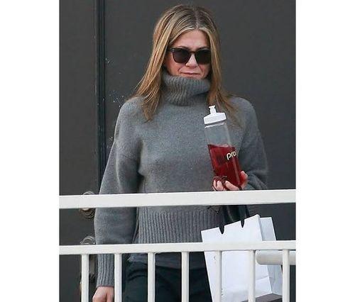24_Jennifer_Aniston_No_Makeup