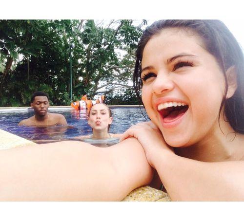 1_Selena_Gomez_No_Makeup