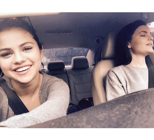 7_Selena_Gomez_No_Makeup