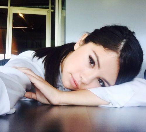 11_Selena_Gomez_No_Makeup