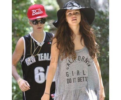 19_Selena_Gomez_No_Makeup