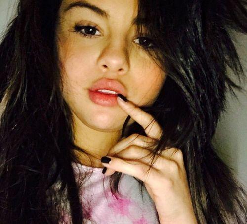 23_Selena_Gomez_No_Makeup