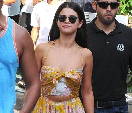 26_Selena_Gomez_No_Makeup