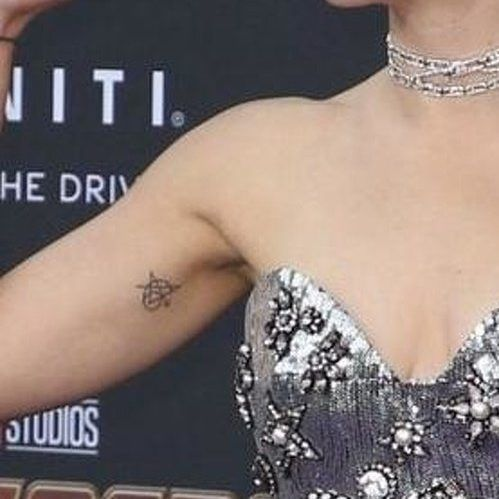 Scarlett-Johansson-avengers-tattoo