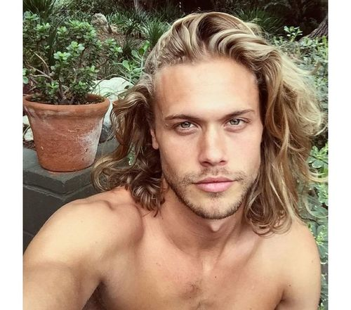 19_Best_Curly_Hairstyles_For_Men
