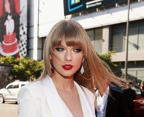 Straight_Caramel_hairstyle_taylor_swift