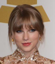 Brown_hair_withbangs_hairstyle_taylor_swift