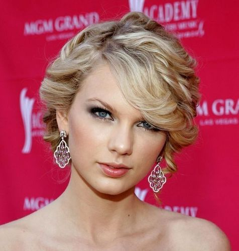 Curly_hairstyle_taylor_swift