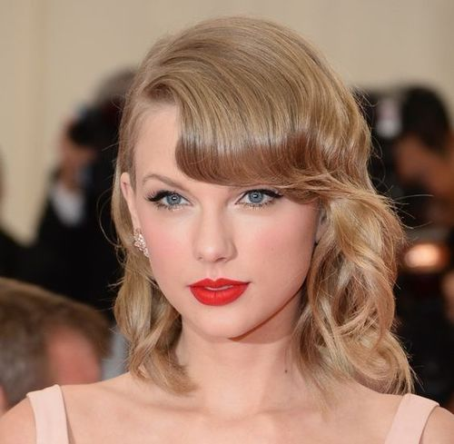 Curled_Bangs_hairstyle_taylor_swift