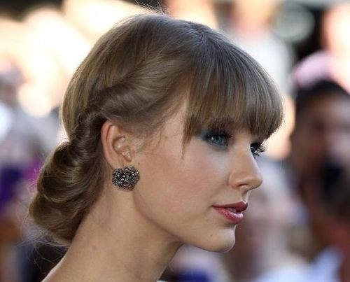 Updo_hairstyle_WithBangs_taylor_swift