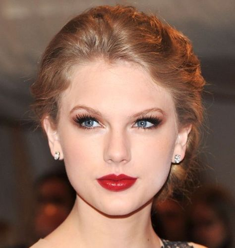 SmoothUpdo_hairstyle_taylor_swift