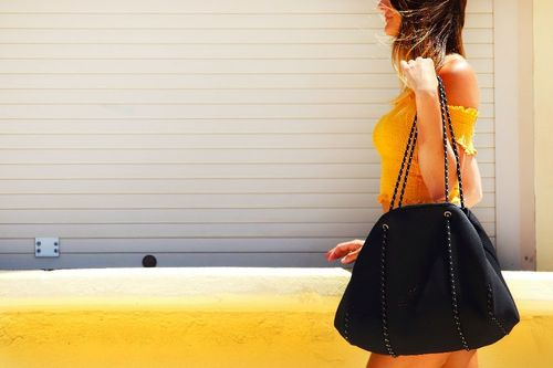 Tone_arms_with_handbag