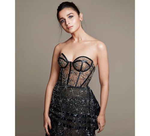 Alia-bhatt-Constellations-look